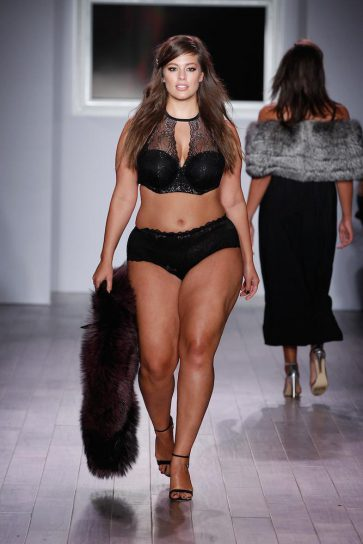 On this photo you see the well-known plus size model Ashley Graham